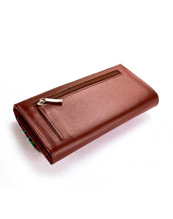 Womens purses crafted in brown leather