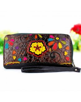 Ladies wallets with zipper closure, leather embossed by artisans